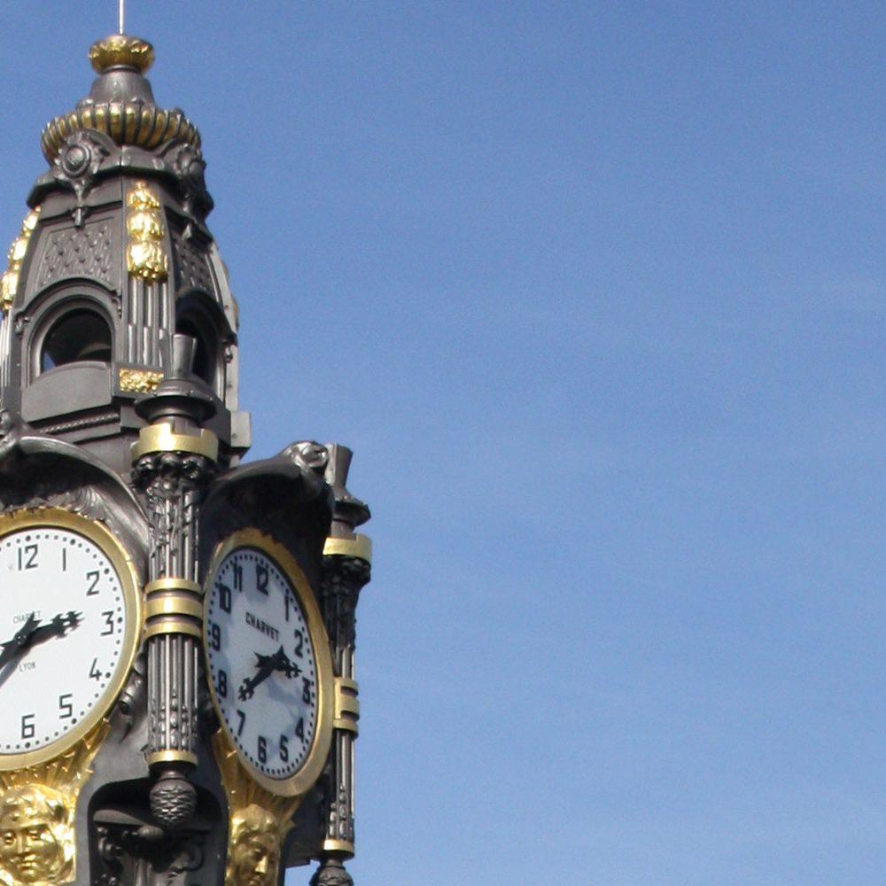 Photo de l'horloge de Tassin la demi Lune où Korell à dirigé les travaux du projet de logements le Seventy